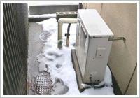 古い給湯器の取り外し